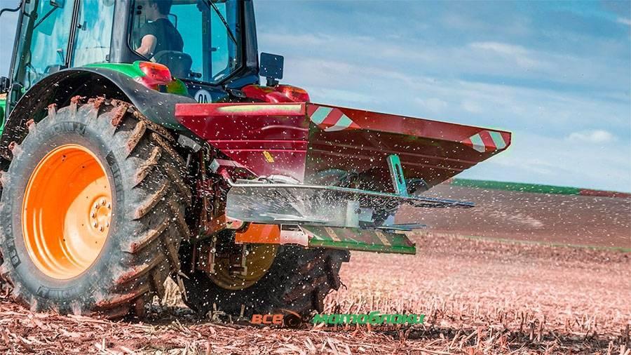тракторный разбрасыватель для удобрений